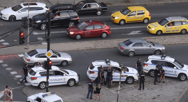 Въоръжена банда с пияни и дрогирани деца троши и бие наред по улиците на  Бургас - TheRush.bg