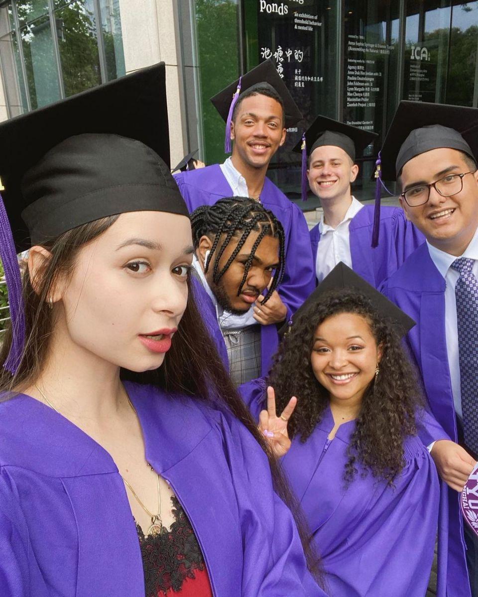 Моника дипломиране