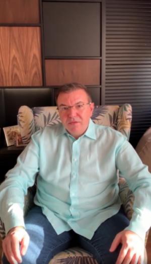 министър Ангелов у дом