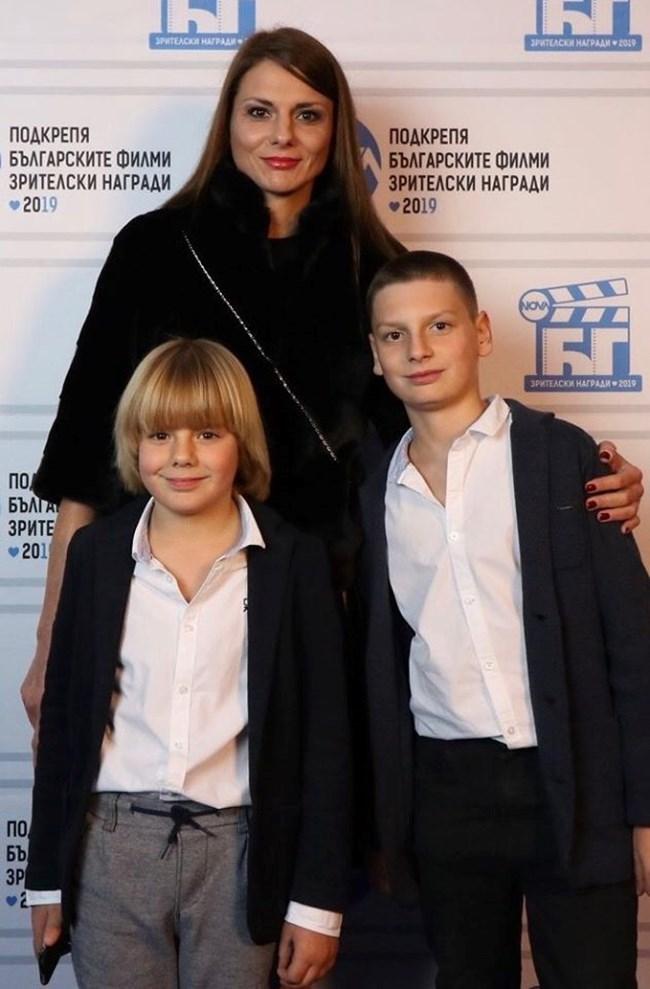Димитър Рачков младши с майка си