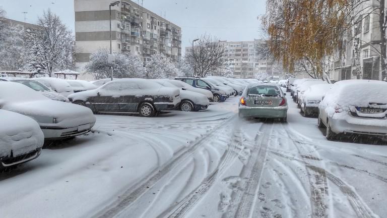 Падна първият сняг в София - News.bg